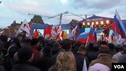 吞并克里米亚后,去年三月莫斯科红场上的庆祝集会。 (美国之音白桦拍摄)
