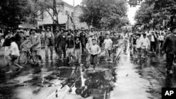 按照《日内瓦公约》规定,越南共产党的主力部队开进古都河内(1954年10月9日)