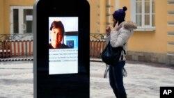 La estatua fue retirada porque violaba la polémica ley rusa de protección para menores de propaganda homosexual.