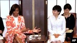 Michelle Obama et son homologue japonaise, Akie Abe, à Tokyo, au Japon (AP)