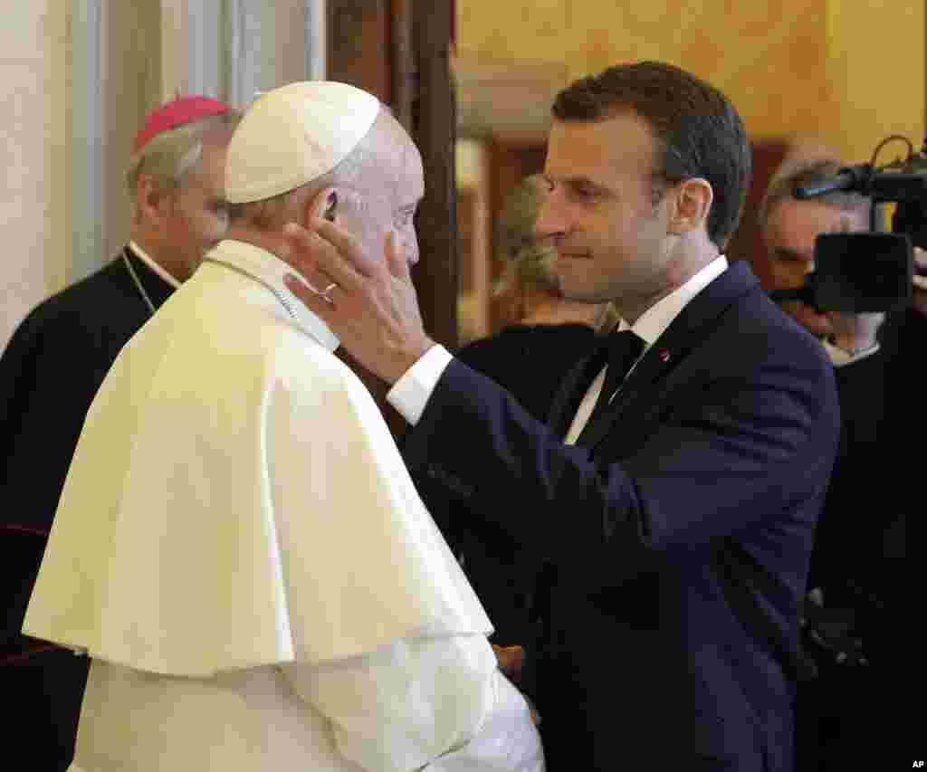 دیدار امانوئل ماکرون، رئیس جمهوری فرانسه با پاپ فرانسیس، رهبر کاتولیک های جهان در واتیکان