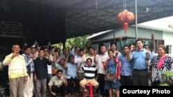 Former officials from the now-dissolved Cambodia National Rescue Party gathered for a noodle-eating party in Anglong Ville commune in Battambang province and took this group photo in support of the Clean Finger Campaign (courtesy photo)