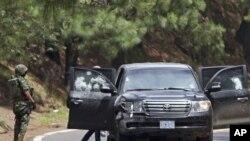 Xe bọc thép của Đại sứ quán Mỹ bị hư hại sau vụ tấn công gần Tres Marias, Mexico, ngày 24/8/2012