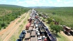 """Milhares de moçambicanos """"abandonados"""" na fronteira de Ressano Garcia"""