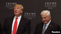 El magnate Donald Trump y el presidente de Panamá, Ricardo Martinelli, en la inauguración del Ocean Club en ciudad de Panamá.