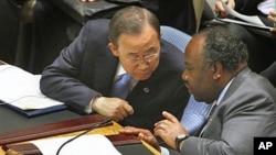 Rais wa Gabon Ali Bongho akiwa na katibu mkuu wa Umoja wa mataifa Ban Ki Moon kwenye mkutano wa baraza la usalama la Umoja wa mataifa.