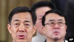 Ông Vương Lập Quân (phải) từng nắm chức Phó Bí Thư và Cảnh sát trưởng Trùng Khánh dưới quyền lãnh đạo chính trị của ông Bạc Hy Lai (trái)