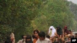 Evacuation des sinistrés dans la zone de Nowshera