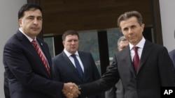 Михаила Саакашвили и Бидзина Иванишвили. Архивное фото 2012г.