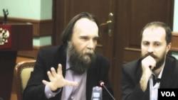 Leonid Savin (desno) i Aleksander Dugin