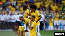 Brasil debió extremar sus recursos para vencer a Chile. Ahora le espera la Colombia de James Rodríguez.