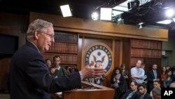 Lãnh tụ khối đa số Thượng viện Mitch McConnell trong một cuộc họp báo tại Điện Capitol ở thủ đô Washington.