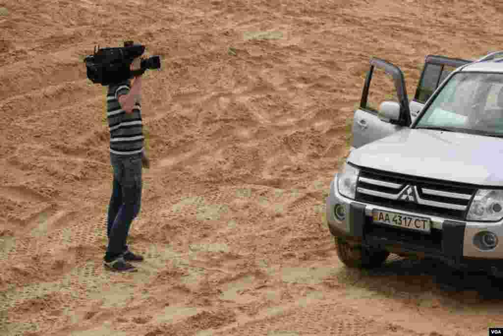 В последние дни мая 2012 года команда Sixt, выступающая на ралли Париж – Дакар, организовала автомобильный двухдневный рейд по Алёшковским пескам для украинских и зарубежных журналистов