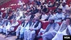 پشاور میں منعقدہ جرگے میں شریک عمائدین
