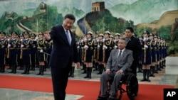 厄瓜多尔总统莫雷诺与中国国家主席习近平在人民大会堂(2018年12月12日)