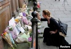 Los homenajes a las víctimas del ataque en el Manchester Arena se multiplican el martes.
