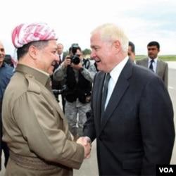 Menhan AS Robert Gates dan pemimpin Kurdi Irak, Massoud Barzani di kota Irbil (8/4).