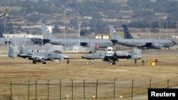 Beberapa pesawat militer AS termasuk pesawat jet tempur A-10 Thunderbolt II tampak di pangkalan udara Incirlik di kota Adana, Turki selatan (foto: dok).