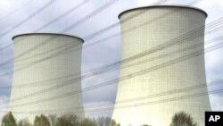 资料图片-德国比布里斯的核能发电厂(2001年4月10日)