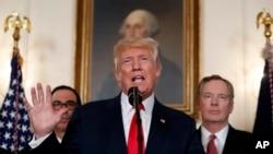 Presiden Donald Trump berbicara selama acara penandatanganan memorandum yang menyerukan penyelidikan perdagangan dengan China (foto: AP Photo/Alex Brandon)