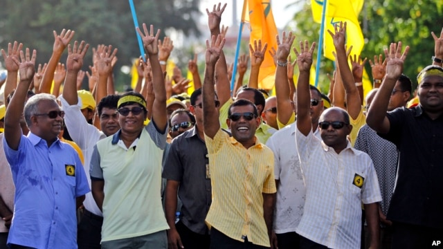 Former President of the Maldives Mohamed Nasheed displays his candidate number with his fingers during a campaign rally ahead of the presidential runoff in Male, Nov. 15, 2013.