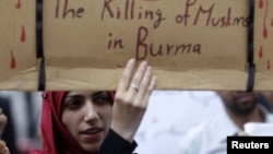 Phụ nữ biểu tình kêu gọi chấm dứt cuộc thảm sát người Hồi giáo Rohingya tại Miến Điện
