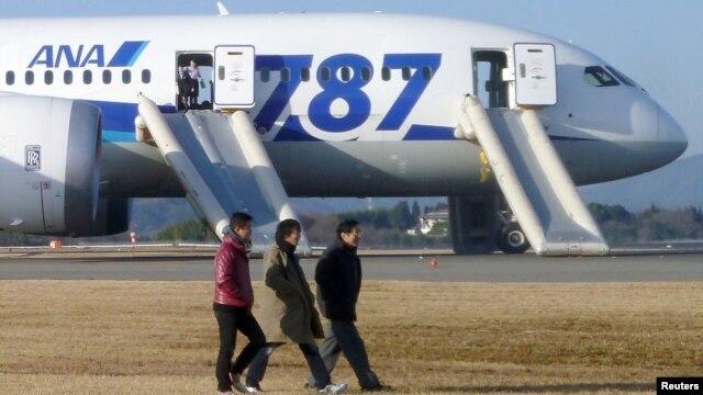 Máy bay Boeing 787 Dreamliner tại sân bay Takamatsu, miền tây Nhật Bản, ngày 16/1/2013.