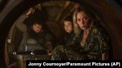 "Millicent Simmonds dalam sebuah adegan dari ""A Quiet Place Part II."" (Jonny Cournoyer/Paramount Pictures via AP)"
