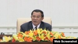 Cambodia prime minister Hun Sen talks at the opening of the first cabinet meeting, September 25, 2013.