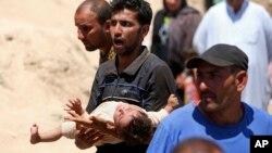 2015年5月16日流离失所的伊拉克人逃离拉马迪
