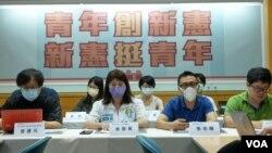 台湾绿党6月3日联合台湾青年民主协会等十余个青年团体举行记者会提出公投案。(美国之音黄丽玲拍摄)