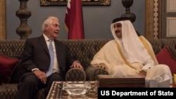 وزیر خارجۀ ایالات متحده در سفر خود به قطر با شیخ الثانی، امیر قطر نیز ملاقات کرد
