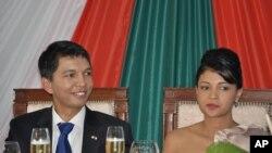 Le président de transition malgache Andry Rajoelina et son épouse.