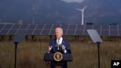 Presidenti Joe Biden duke folur në Kolorado
