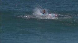 Surfista se salva en ataque de tiburón