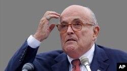 រូបឯកសារ៖ លោក Rudy Giuliani មេធាវីសម្រាប់លោកប្រធានាធិបតី Donald Trump ថ្លែងអំឡុងពេលយុទ្ធនាការឃោសនាមួយ នៅក្រុង Portsmouth រដ្ឋ New Hampshire កាលពីថ្ងៃទី០១ ខែសីហា ឆ្នាំ២០១៨។