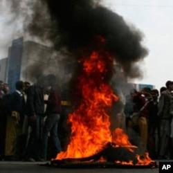 بجلی کی طویل بندش کے خلاف احتجاج روز کا معمول بن گئے ہیں۔