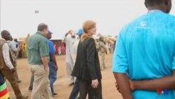 Samantha Power visite un camp de réfugiés au Cameroun (vidéo)