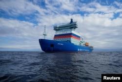 一艘核动力破冰船在波罗的海芬兰湾海域试航。(2020年7月5日)