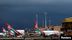 Ndege za Kenya Airways zikiwa uwanja wa ndege wa kimataifa wa Jomo Kenyatta, Nairobi, Kenya, April 28, 2016.