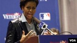 Premyè dam Lèzetazini an, Michelle Obama, anonse yon gwoup gwo konpayi amerikèn pran angajman pou yo anplwaye 25 mil veteran lagè ak madanm yo pandan 2 zan kap vini la yo