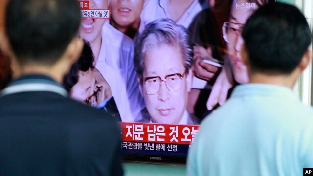 The image of Yoo Byung-un, owner of the sunken ferry, on a television at the Seoul Railway Station in South Korea, July 22, 2014. Police say a badly decomposed body found in a field last month was that of the fugitive billionaire blamed for April's ferry