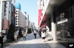 日本街头 中国经济规模超过日本