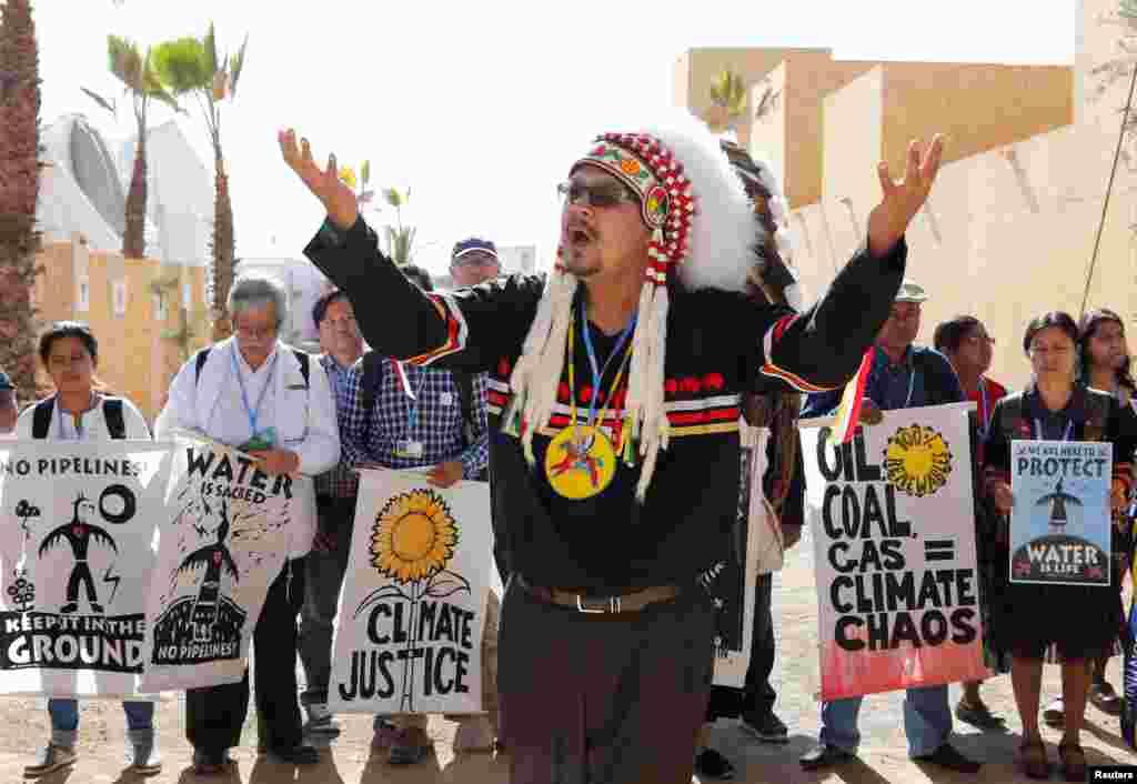 تظاهرات نمایندگان گروه های بومی از کشور های مختلف در کنفرانس تغییرات اقلیمی سازمان ملل متحد در مراکش.