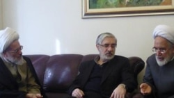 مهدی کروبی ، میرحسین موسوی و آیت الله بیات زنجانی (سمت چپ)