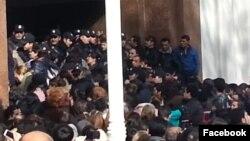 Foto Meydan TV-nin videosundan götürülüb