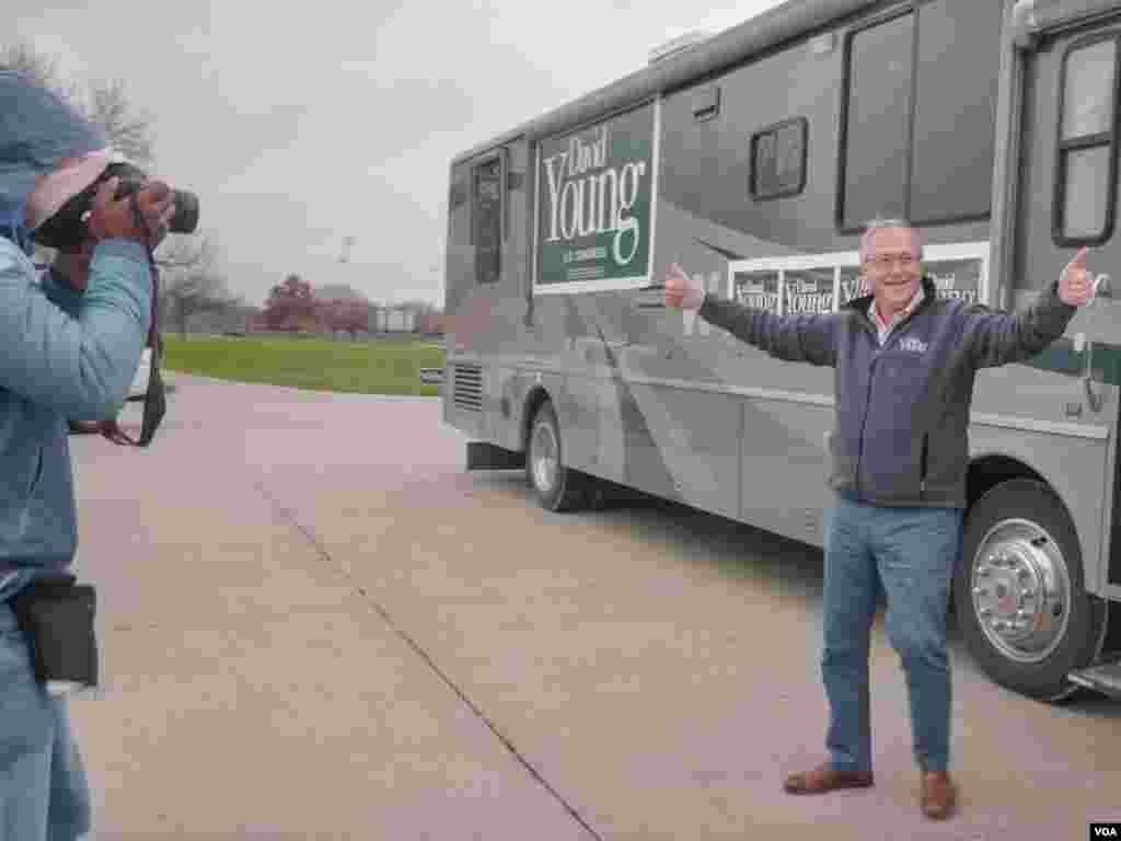 美国国会第三选区现任共和党众议员大卫·杨(David Young) (美国之音方正拍摄)