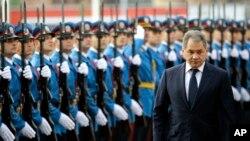 Ruski ministar odbrane Sergej Šojgu ispred počasne garde u Beogradu