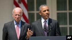 Presiden AS Barack Obama, didampingi Wapres Joe Biden, berbicara mengenai rencana pembukaan kembali hubungan diplomatik AS-Kuba, Rabu (1/7).