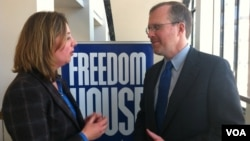 Президент Freedom House Дэвид Крамер (справа)